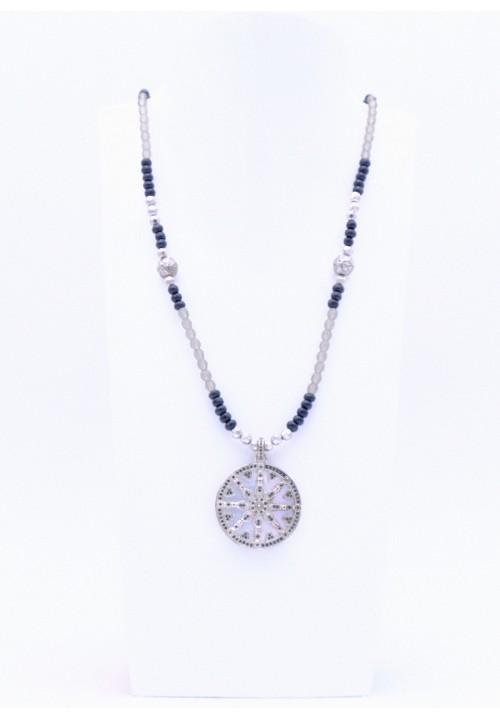 Schwarze Perlenkette mit Karma Rad in Perlmutt